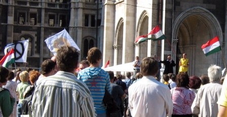 budapest-parliament-protests